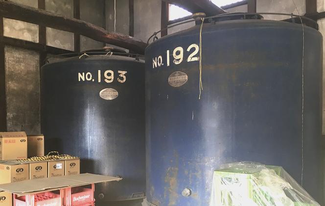 50年ほど前に新たに追加したタンクは、2階から作業ができる形に。
